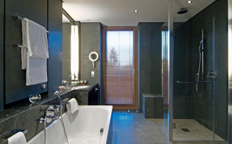 verkalkte fliesen reinigen fr fliesen und teppich. Black Bedroom Furniture Sets. Home Design Ideas