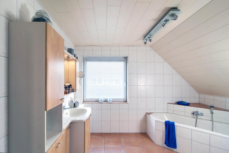 Die Ausgangssituation: Ein Funktional Eingerichtetes Badezimmer Mit Viel  Luft Nach Oben