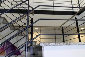 Werden bestehende Gebäude aufgestockt, ist mitunter der geforderte zweite Rettungsweg neben dem bestehenden Treppenhaus schwierig herzustellen. Sicherheitstreppenräume bieten hier den Ausweg