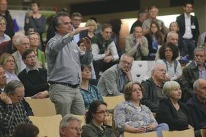 Beim Konversionsprozess in Heidelberg ist es der NH ProjektStadt erfolgreich gelungen, viele Gruppen einzubinden und breite Bevölkerungsschichten schon früh zu aktivieren – wir hier beim Bürgerforum im Helmholtz-Gymnasium im April 2013<br /><br />