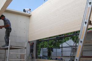 Bis auf einige wenige Ziegelwände sind alle tragenden Bauteile als Holzbau ausgeführt