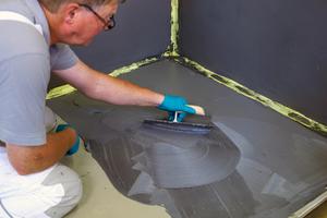 Die DIN 18534 regelt die Abdichtung von Boden- und Wandflächen in Innenräumen