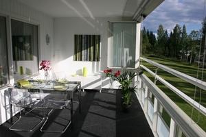 Mit der beweglichen Twin-Verglasung ist der Balkon fast ganzjährig wohnraumähnlich nutzbar