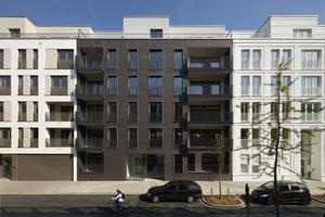Klare Strukturen sind das Aushängeschild der Fassade von der Straßenseite aus