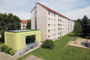 Rund 300 Wohnungen werden mit Holzpellets beheizt. Die Heizanlagen – wie hier im Vordergrund – betreibt ebenfalls die Wohnungsgenossenschaft
