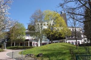 Die Heiztechnik in dem 1985 erbauten Gebäude entsprach nicht mehr den heutigen Anforderungen an eine effiziente und energiesparende Wärmebereitstellung