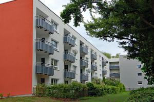 Wohnen mit viel Grün bietet das Mehrfamilienhaus der Nassauischen Heimstätte in Wiesbaden