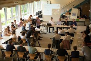 """Zum Start des Projektkurses """"GEÜ goes green"""" erhielten die Schüler Besuch von zahlreichen Vertretern aus Politik und Wirtschaft"""