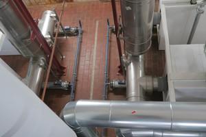 Die Abgasstrecke aus ein- und doppelwandigem Edelstahlrohrsystemen hat pro Kaskade eine Gesamtlänge von etwa 50 m