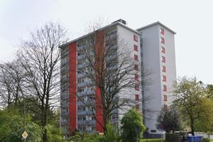 Die Wohnanlage Mathildenhof mit dem Hochhaus in der Schöneberger Straße ist ein weithin sichtbares Wahrzeichen im Stadtteil Leverkusen-Steinbüchel