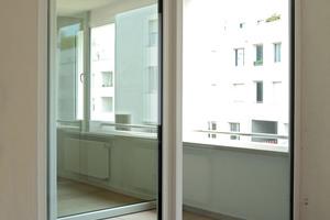 Die Loggien steigern den Komfort der geförderten Wohnungen. Vollflächige Verglasung sichert hohenLichteinfall