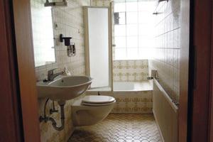 Im ursprünglichen Zustand war die Dusche für Rollstuhlfahrer fast nicht zu nutzen