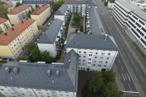 Die Dachziegel wurden passend zur Fassadengestaltung ausgewählt