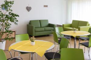 Einige Bereiche wie das Café werden von kleinen, dezentralen Lüftungsgeräten versorgt