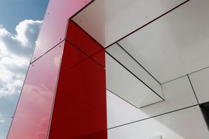 Führende Hersteller sind in der Lage, die Paneele in nahezu jeder Farbe und in jedem Design zu fertigen
