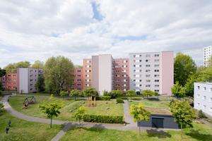 Lebenswertes Wohnen – energetisch und optisch komplett saniert strahlt der Wohnkomplex heute Komfort und Modernität aus