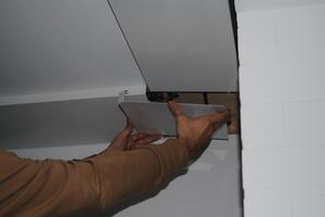 Die Strahlungsheizung fügt sich in die Ecke von Wand und Decke ein