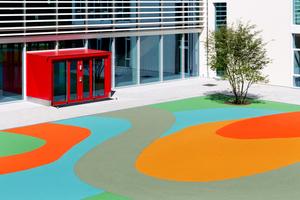 Im Zuge eines Erweiterungsbaus erhielt die Grundschule auch einen neugestalten Pausenhof