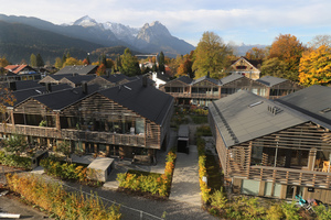 Das RotoQ natur mit seinem massiven Rahmen aus Kiefernholz passt sehr gut zur Holzbauweise der GAP-Häuser
