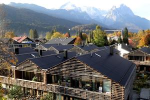Die 20 Vollholzhäuser sind mit RotoQ Dachflächenfenstern ausgestattet