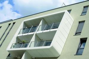 Markant: Die Applikationen aus Aluminium setzen mit ihren runden organischen Strukturen starke Akzente auf der Fassade
