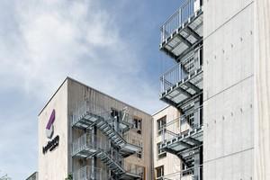 Realisiert wurde das Gebäude in Holz-Beton-Hybridbauweise