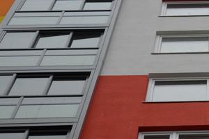Die Glaselemente des Twin-Fensters lassen sich sowohl verschieben als auch einklappen