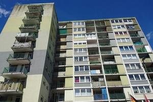 Triste Farbtöne sowie sanierungsbedürftige<br />Balkone und Loggien prägten vorher das Erscheinungsbild