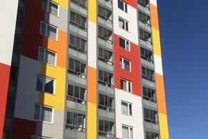Ein neuer Anstrich und Aluminium-Verkleidungen werten die Gebäudefassade nun optisch auf