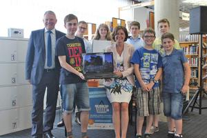 """Die Ministerpräsidentin von Rheinland-Pfalz Malu Dreyer (Mitte) zu Besuch in Betzdorf, das am Forschungsprojekt """"Digitale Dörfer"""" teilnimmt."""