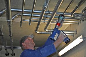 Erst nach der Kontrolle und Druckprüfung mit Stickstoff wird die Freigabe zur Isolierung der Rohre erteilt