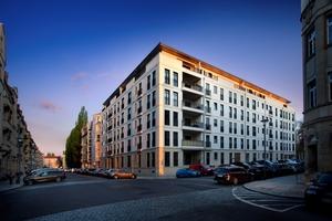 Energieeffiziente Aluminium-Holz-Fenster mit Sprossen ermöglichen im Dresdner Stadtteil Striesen lichtdurchflutete Wohnungen mit Altbauflair