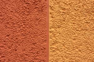 Bild 6: Oberfläche der Waschbetonplatten an der Willy-Brandt-Straße in Cottbus nach der farblichen Beschichtung mit einer Reinacrylatfarbe