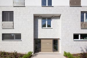 Für die Dämmung von Fassadenelementen an einzelnen Gebäuden des Ensembles wurde eine individuelle, zulassungskonforme Lösung entwickelt