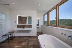 Mit dem Installationssystem GIS kann der Raum individuell gestaltet werden – die Bewohner haben so eine Trennwand zwischen WC und Bad