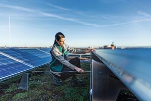 Um die Lebensdauer und den Ertrag von PV-Anlagen über möglichst lange Zeit optimal zu halten, muss der Experte ran