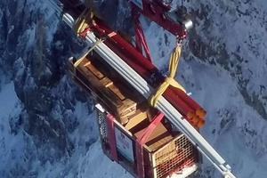 Der Materialtransport auf 3.000 m Höhe war eine besondere logistische Herausforderung.<br /><br />