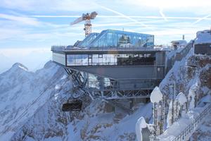 Auf der Zugspitze wurden Deutschlands höchstgelegene Fußbodenheizung und Trinkwasserversorgung installiert. <br />