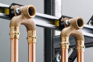 Schlank dimensionierte, durchgeschliffene innenliegende Ringleitungen oder Reihenleitungen sind ein entscheidender planerischer Beitrag zum Erhalt der Trinkwassergüte