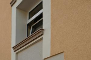 Durch das Anbringen von Profilen wurden die alten Fassadenstrukturen nach der Sanierung wiederhergestellt