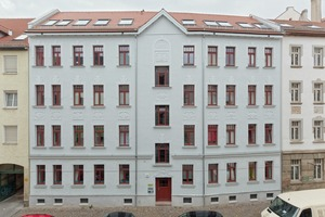Mehrfamilienhaus Hahnemannstr. 7: Im Rahmen der Sanierung wurden an der Straßenfassade die Merkmale des Jugend- und Reformstils wieder hergestellt