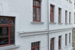 Mehrfamilienhaus Hahnemannstr. 7: Florale Elemente und Stuckaturen wurden ebenso erneuert wie die Putzflächen<br />