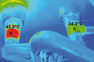 Bild 7: Thermografie einer Wandarmatur: Durch den PWH-Anschluss, der hier in den Zirkulationskreis einbezogen wurde, findet über die Entnahmearmatur ein massiver Wärmeübergang auf den PWC-Anschluss statt – in diesem Fall bis auf extrem hygienekritische 34,3 °C.