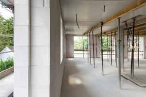 Der Stein kann für Konstruktionen von mehrgeschossigen Gebäuden – auch in allen Erdbebenzonen – eingesetzt werden