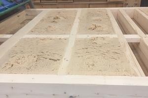 Die lose Holzfaserdämmung wurde in die Bauteilgefache eingeblasen