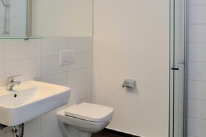 Auch in den Badezimmern überzeugt – wie überall im Innenraum – die hochwertige Ausstattung