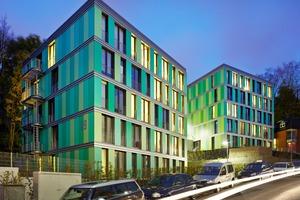 """Bei dem Projekt """"Experimenteller Wohnungsbau Ostersiepen, Wuppertal"""" sind drei multifunktionale Wohnhäuser mit einer Gebäudehülle aus großformatig vorgefertigten Holztafelelementen entstanden"""