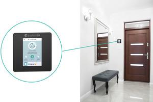 Ein gesundes Innenraumklima hängt von der bedarfsgerechten Regelung der Lüftungsanlage ab. Die Regelung SAVE control (Hersteller Systemair) stellt beispielsweise den Luftaustausch in der gesamten Wohnung analog der Parameter CO<sub>2</sub>-Konzentration und Luftfeuchtigkeit sicher