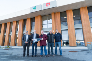 Bernhard Ditsch (Minos), Günther Zimmer (Winkhaus) und Peter Müller (Stadtwerke Weilheim) fanden mit den Mitarbeitern Karl Neuner und Dominikus Sterff (v.l.n.r.) eine gute Zutrittslösung