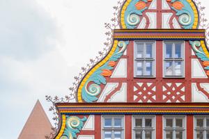 """Das prächtigste Haus ist der Renaissancebau """"Goldene Waage"""" mit rheinischem Wellengiebel"""